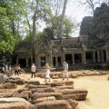 Angkor-Wat.-ruins-and-touri