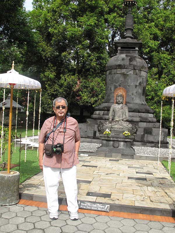 jogya-mendut-r-with-buddha
