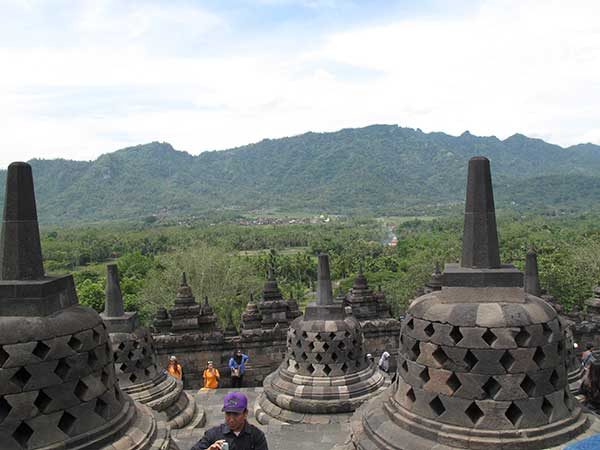 yogya-borobudur-and-mountain