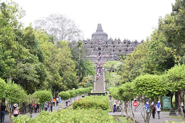 yogya-borobudur-entrance