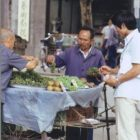 Sichuan - Grape vendor