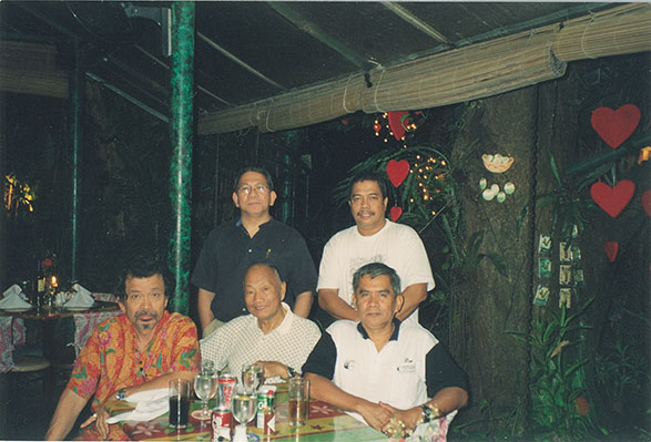Photo shows Grandmaster Johnny F. Chiuten (seated in the middle), Virgilio Aganon (to his left), Rene Navarro (to his right), Dr. Jopet Laraya and Ollie Jumao-os (left to right standing).